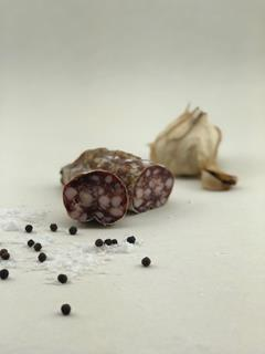 Nibble salami black garlic